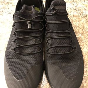 MENS NIKE RUNNING SHOES- 11.5 LIKE NEW